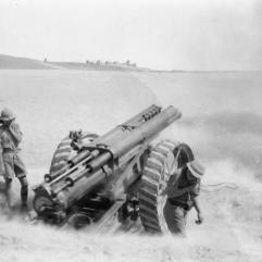 60_pounder_gun_firing_in_Mesopotamia_WWI_IWM_Q_24285
