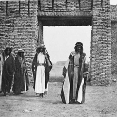 Khamisiyah [Tribesmen, possibly including Shaikh of Khamisiyah and Shaikh Hamud of the Dhafir in front of town1916