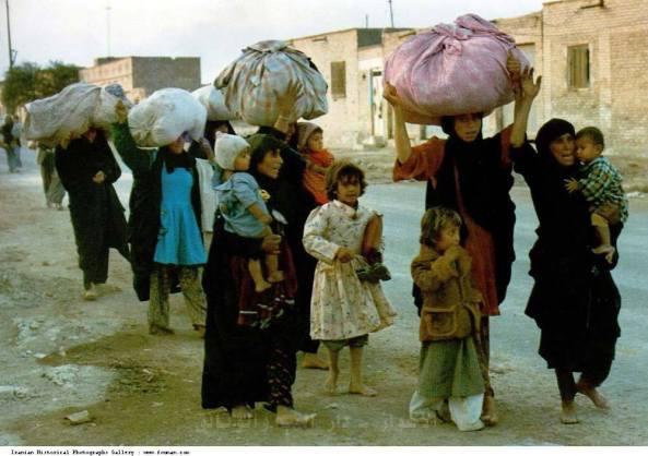 الصورة تعود لنزوح الاحوازيين عند انطلاقة الحرب الإيرانية العراقية(1980-1988).