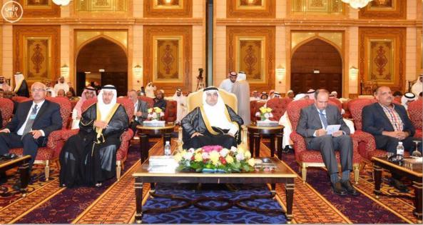 وزير الثقافة والاعلام في المملكة العربية السعودية وبجانبه الاعلامي الاحوازي حامد الكناني.